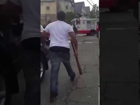 Pelea con machete y bat de baseball – Fighting with machete and baseball bat